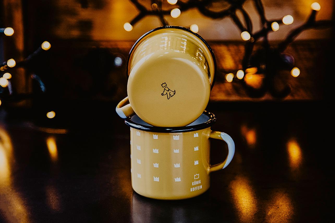 Koenig-Koffein-mug-design-by-max-duchardt-m-a-a-x-gelb-fire